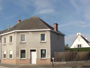 Woonhuis met 4 slaapkamers gelegen nabij het centrum van Zingem. Deze woonst op een perceel van 427m² geniet een inkom, berging, keuken, woon- en