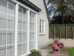 Prachtige, ruime, cottage villa, luxueus afgewerkt met kwaliteitsvolle materialen, een zeer aangename woning met veel lichtinval. Ben je op zoek naar