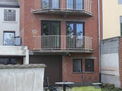 Uitstekende prijs/kwaliteit - Dakappartement op 2de verdieping met 2 slaapkamers, living, ingerichte keuken, badkamer, terras, zolder, én garag