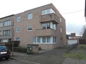 Goed gelegen ruim appartement te Sint Amandsberg, nabij scholen, openbaar vervoer, winkels,... Het appartement bevindt zich op de eerste verdieping v