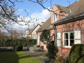 Prachtige cottage woning voor kopers op zoek naar gezelligheid en ruimte. Van zodra je de voordeur opent, voel je de aangename sfeer van de woning. Je