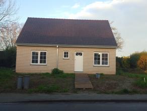 Rustig gelegen nieuwbouwwoning in het dorp van Wortegem-Petegem.<br /> Indeling: inkomhal met apart gasten toilet, ruime lichtrijke leefruimte met ge&