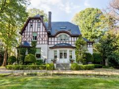 Prachtig landhuis - normandische stijl Op 1,5 km van R4 en 5 min. van Gent Centurm. Prachtig landhuis in normandische stijl gelegen in een grote tuin