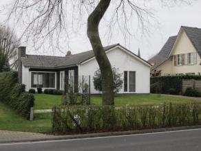 Zeer goed onderhouden bungalow Zeer goed onderhouden laagbouwvilla op 846 m² grond ( 20m breedte en 48m diepte) met een totale bewoonbare