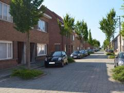 Woning zoekt enthousiaste eigenaar! Op wandelafstand van Drongendorp en dicht bij de verbindingswegen huist deze op te frissen woonst! De woning geni