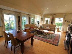 Prachtige woning met bungalow karakter, gelegen op ideale locatie met top uitzicht op de velden !!   De woning beschikt over 2 slaapkamers, maar de