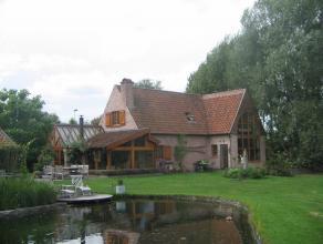 Volledig gerenoveerde woning op een perceel van 7894m² met landelijk karakter en toch op een boogscheut van Gent.  Perfect onderhouden en rustge