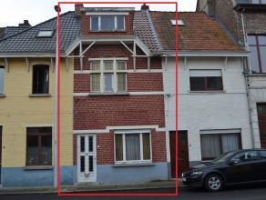 Te renoveren gesloten woning met tuintje op een perceel van 70 m² met 3 slaapkamers. Een bezoek waard voor wie centraal maar toch  rustig gelegen