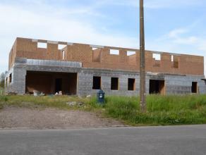 In de Deurnestraat te Ronse bieden wij deze recente onafgewerkte open woning aan. Gezien zijn grote oppervlakte (890m² bewoonbaar) is de woning p