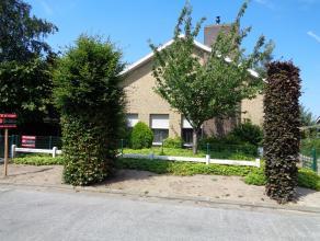 Deze goed onderhouden woning uit de jaren '70 situeert zich in een rustige, residentiële woonwijk te Lovendegem. Rust gegarandeerd en slechts enk