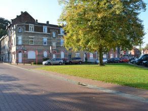 Op de hoek van een pleintje waar u rustig de seizoensgebonden kleurtimbres van de omgeving kan gade slaan treft u deze ruimtelijke eigendom. De woning