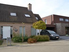 In een doodlopend straatje, op een boogscheut van het centrum van Drongen/Baarle huist deze gezellige en ruimtelijke gezinswoning. Deze eigendom genie