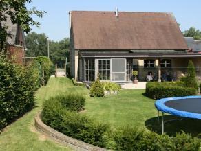Deze landelijke villa troont statig in het hart van de Vlaamse Ardennen en ademt luxe en gezelligheid uit. De woning ligt ingebed in een rustgevende t