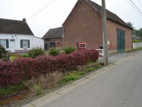 In het kleine landelijke dorpje Nieuwenhove, gelegen in de denderstreek op een boogscheut van centrum Geraardsbergen, Ninove en Galmaarden, bevindt zi
