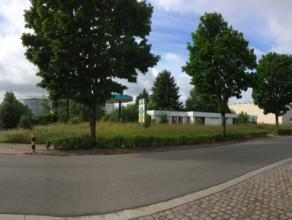 Industriegrond op perceel van 4800 m². Deze grond biedt de mogelijkheid tot de bouw van een loods met KMO-units, magazijn,...<br /> <br /> De eig