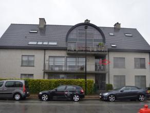 Een  flatteuze lokaliteit te huur in het centrum van Lovendegem! <br /> Op de 1ste verdieping van dit jeugdig appartementsgebouw bevindt zich een lich