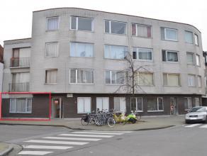 Appartement zoekt nieuwe eigenaar...<br /> In de schaduw van de kerktoren van Sint-Amandsberg, ontmoet u op het gelijkvloers dit instapklaar apparteme