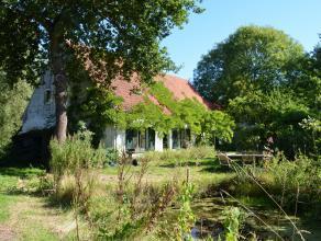 """Geborgen in het groen...<br /> In de nabijheid van het kasteel """"Grand Nobele"""" en het parkbos, verblijft deze eigendomsparel. De authentieke sfeer die"""