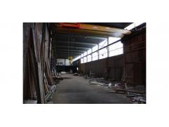 Het betreft een magazijn, dat deel uitmaakt van een groter complex, gelegen te Izegem op ongeveer 3km van het op-en afrittencompex E403/A17 Roeselare-