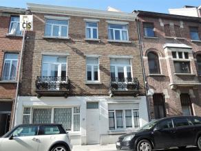 A proximité du beau quartier des fleurs de Schaerbeek, agréable maison unifamiliale de 110m² avec grande terrasse teck 20m² et