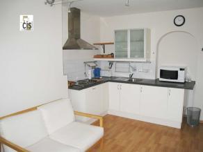 Schaerbeek, idéalement situé sur la belle rue de Linthout, nous vous proposons un charmant appartement de 60m² meublé d1 cha