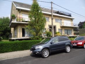 Ruim appartement met terras en garage. Vooraan terras met mooi uitzicht. Inkom, living, ingerichte keuken, apart toilet, badkamer met ligbad, 2 grote