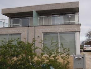 Recente HOB vrij vanaf juni 2015. Grondoppervlakte +/- 400 m², bebouwde oppervlakte: +/- 175 m². Type halfopen bebouwing (met plat dak).Omva