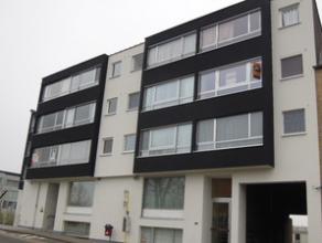 Op het tweede verdiep van Residentie Ter Leie bevindt zich het aangename, volledig vernieuwde appartement met inkomhall, gastentoilet, badkamer met li