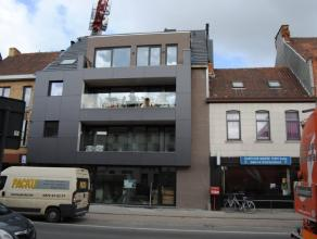Appartement van 80m², bestaande uit living, ingerichte keuken en badkamer, 2 slaapkamers, berging, terras VP euro575/maand + euro40/maand voor au