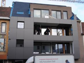 Appartement van 77m², bestaande uit living, ingerichte keuken en badkamer, 2 slaapkamers, berging,  tuintje VP euro575/maand + euro40/maand voor