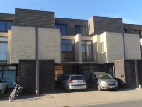 Recente woning, 185m² opp, 175m² beschikbaar, living, volledig ingerichte keuken en badkamer, 3 slaapkamers, bureel, wasplaats, balkon, gara