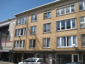 Appartement aan Markt Deinze, 88m² opp, living, ingerichte keuken en badkamer, 2 slaapkamers, berging, afgesloten autostaanplaats, VP euro685 inc