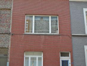Knusse woning in hartje Gent op een uitstekende locatie. Rustige ligging, op wandelafstand van winkels en openbaar vervoer. Gelijkvloers : inkom/traph