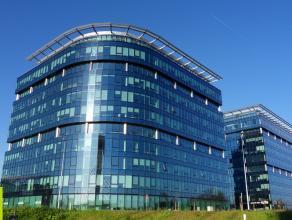 200m² nieuwbouw kantoren<br /> Ligging: langs R4 en vlakbij uitrit klaverblad (E17xE40) <br /> Beschikbaar: 01/10/16