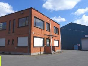 2900m² opslagruimte (30,4x96m) met 240m² kantoren Ligging: op 2 km van afrit E17 (Gentbrugge) <br /> Beschikbaar: Onmiddellijk