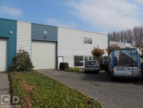 260m² magazijn met 50m² kantoren en 50m² showroom Ligging: vlot bereikbaar via R4 en E34; sas van Gent Beschikbaar: onmiddellijk