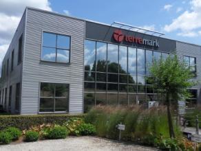 407m² instapklare kantoorruimte op gelijkvloers Ligging: centraal gelegen tussen Gent, Antwerpen en Brussel, 8min van afrit E17 (Lokeren) Besch