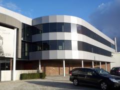 142m² instapklare kantoorruimte aan klaverblad  Ligging: afrit E17 (UZ), bushalte richting Sint-Pietersstation op wandelafstand Beschikbaar: 01
