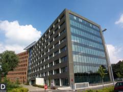 84m² (à 3129m²) ingedeelde kantoorruimte Ligging: vlot bereikbaar via E17xE40 (klaverblad), met goede visibiliteit van op E17; busha