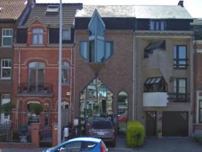222m² kantoren op 240m² grondoppervlakte Ligging: Vlakbij centrum van Aalst en op 3min van afrit E40 Beschikbaar: na verlijden akte