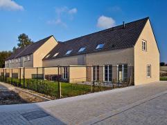 Nieuwe gezinswoning voor starters! Op een boogscheut van het centrum, binnen een KINDVEILIGE en groene omgeving, vindt u woonerf ?Heivelde? waarin wij