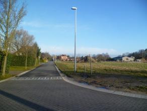 Perceel 480 m² bouwgrond in De Pinte! In de Berkenlaan, vlakbij het centrum, bieden wij u dit perceel bouwgrond aan, 480 m² groot en geschik