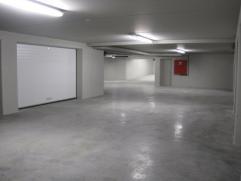 Deze ondergrondse garageboxen zijn gelegen in een nieuwbouwresidentie in het centrum van De Pinte. Gemakkelijke toegang, met geautomatiseerde algemene