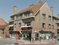 Deze handelsruimte (momenteel broodjeszaak) is gelegen op de hoek van de Baarledorpstraat en de Kloosterstraat. Het omvat de gelijkvloerse verdieping