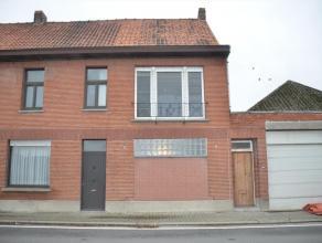 Centraal gelegen,gerenoveerde woning met 2 autostaanplaatsen! Gerenoveerde woning, centraal gelegen met inkom, living, open keuken, badkamer, toilet,