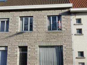 Centraal gelegen woning te Waregem! Gesloten bebouwing te Waregem met inkom, ruime living, keuken & badkamer, 2 ruime slaapkamers (mogelijkheid to