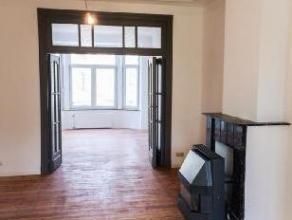 Meiser: au 1er étage d'une maison de caractère, bel appartement développant de beaux volumes et totalisant une superficie de 80 m