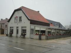 Mooi en goed gelegen restaurant te Merelbeke met 90 zitplaatsen, ingerichte keuken met o.a. Warme en koude keuken, aparte afwasruimte, koel & diep
