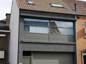 Opbrengsteigendom van twee nieuwe appartementen met garages op wandelafstand van supermarkt en openbaar vervoer te Herzele. Een gelijkvloers apparteme