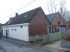 Zéér ruime, deels gerenoveerde woning nabij het dorp van Zarlardinge. Rustige ligging met zuid gerichte tuin. Dient verder gerenoveerd t